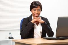 Bella donna nera sicura alla moda di affari Fotografia Stock Libera da Diritti