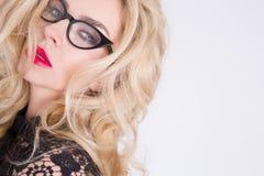 Bella donna sensuale con capelli biondi lunghi con gli occhi verdi Fotografia Stock
