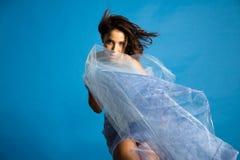 Bella donna in seta Fotografia Stock Libera da Diritti