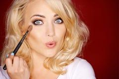 Bella donna sexy che sporge le labbra alla macchina fotografica Immagini Stock Libere da Diritti