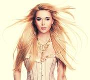 Bella donna sexy con capelli biondi lunghi Fotografia Stock Libera da Diritti