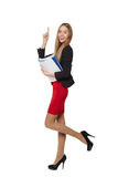 Bella donna sorridente di affari, con i documenti, isolati sulla a Fotografie Stock Libere da Diritti