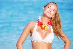 Bella donna sul partito hawaiano Fotografia Stock