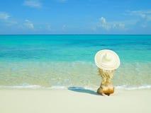 Bella donna sulla spiaggia Fotografia Stock