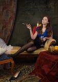 Bella donna in un boudoir gotico Immagini Stock Libere da Diritti