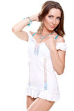 Bella donna in un vestito bianco Immagini Stock