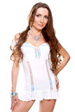 Bella donna in un vestito bianco Immagine Stock