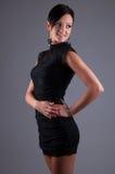 Bella donna in un vestito da sera nero Fotografia Stock Libera da Diritti