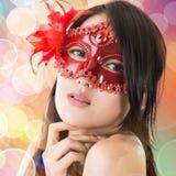 Bella donna in una mascherina di carnevale fotografia stock libera da diritti