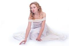 Bella donna in vestito bianco Immagini Stock Libere da Diritti