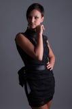Bella donna in vestito da sera nero Immagine Stock