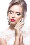 Bella donna in vestito da sposa, immagine della sposa Fronte di bellezza fotografia stock