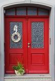 Bella doppia porta di entrata rossa Fotografia Stock Libera da Diritti
