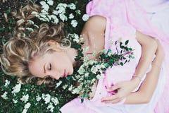 Bella durmiente en el jardín Fotos de archivo