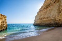 Bella e baia sola nel Portogallo fotografie stock