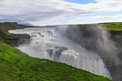 Bella e cascata famosa di Gullfoss in Islanda fotografie stock libere da diritti