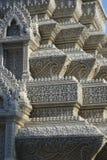 Bella e pietra complessa che scolpisce nel monastero di Pnomh Penh Immagini Stock Libere da Diritti