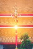 Bella e posta classica della lampada di arte in tempio tailandese Wat Mahatha Fotografie Stock Libere da Diritti