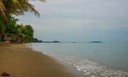 Bella e spiaggia pacifica a Chanthaburi, Tailandia fotografia stock libera da diritti