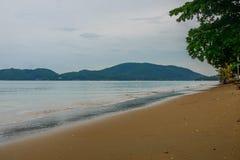Bella e spiaggia pacifica a Chanthaburi, Tailandia fotografia stock