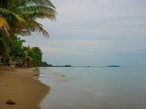 Bella e spiaggia pacifica a Chanthaburi, Tailandia fotografie stock libere da diritti