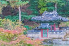 Bella e vecchia architettura nel palazzo di Changdeokgung a Seoul fotografie stock