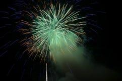 Bella esplosione dei fuochi d'artificio Fotografie Stock