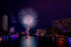 Bella esposizione variopinta del fuoco d'artificio per la celebrazione nuovo YE felice Fotografia Stock Libera da Diritti