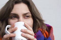 Bella femmina con la tazza Immagini Stock Libere da Diritti