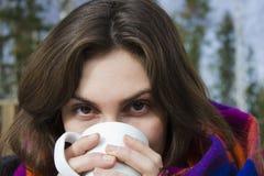 Bella femmina con la tazza Immagine Stock Libera da Diritti