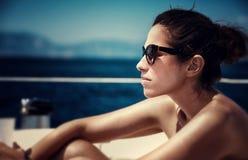 Bella femmina sull'yacht Immagine Stock Libera da Diritti