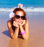 Bella femmina sulla spiaggia Fotografia Stock Libera da Diritti