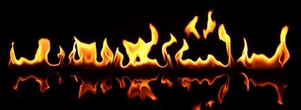 Bella fiamma riflessa nella priorità alta Fotografia Stock
