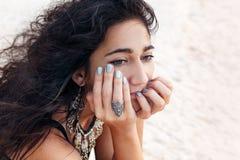 Bella fine della giovane donna sul ritratto con il vento Fotografia Stock Libera da Diritti