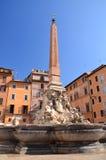 Bella Fontana del Pantheon sul della Rotonda della piazza a Roma, Italia Fotografie Stock