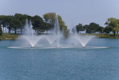 Bella fontana in mezzo al lago, Evanston, Illinois Fotografie Stock