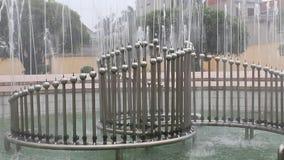 Bella fontana nel parco archivi video
