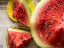 Bella foto con le fette fresche dell'anguria su un piatto Fotografia Stock Libera da Diritti