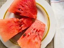Bella foto con le fette fresche dell'anguria su un piatto Fotografia Stock