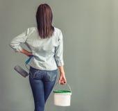 Bella giovane casalinga fotografia stock libera da diritti