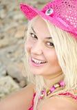 Bella giovane donna alla spiaggia Fotografia Stock Libera da Diritti