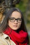 Bella giovane donna bionda e uno sguardo teso Fotografie Stock Libere da Diritti