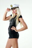 Bella giovane donna in cappello del capitano Immagini Stock
