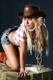 Bella giovane donna in cappello di cowboy Fotografie Stock