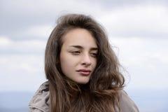 Bella giovane donna castana senza trucco Fotografia Stock