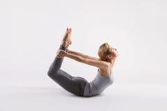 Bella giovane donna che fa yoga Isolato su bianco Fotografia Stock Libera da Diritti