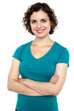 Bella giovane donna che posa con confidenza Fotografia Stock Libera da Diritti