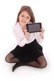 Bella giovane donna che tiene compressa digitale che si siede sul floo Immagine Stock Libera da Diritti