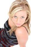 Bella giovane donna con capelli biondi e gli occhi nocciola immagini stock