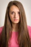 Bella giovane donna con capelli lunghi Immagini Stock